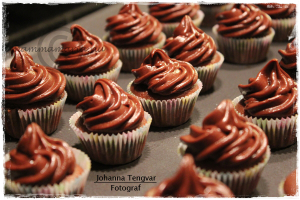 choklad frosting cupcakes