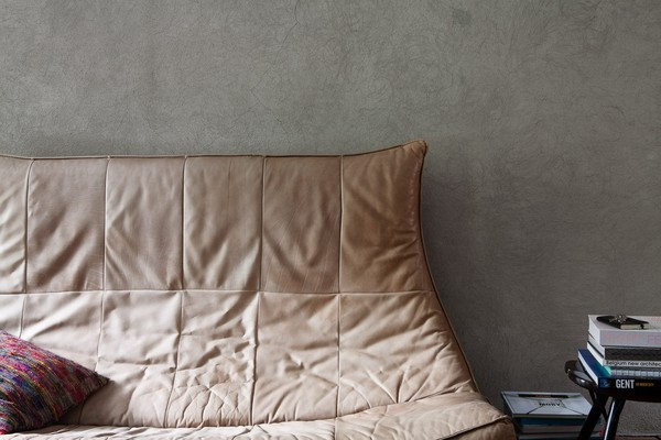 vintage leather sofa at shelter7