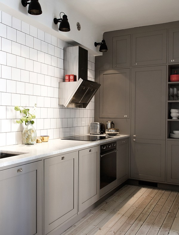 Ilse crawford style stockholm apt for sale ems designblogg for Grey kitchen units sale