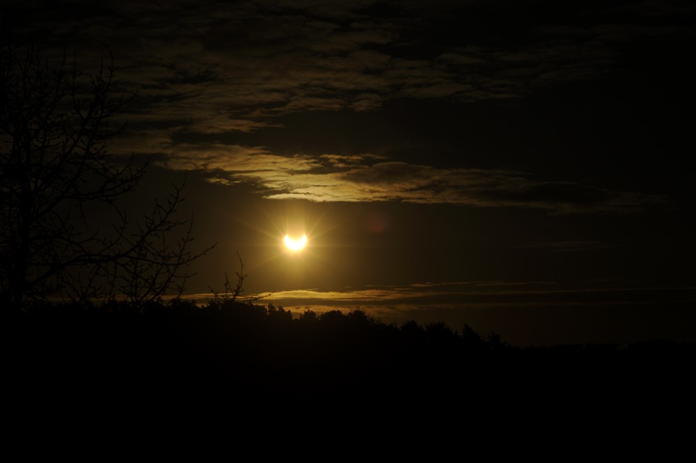 2011-01-04:005 Solar Eclipse by Magnus Norden