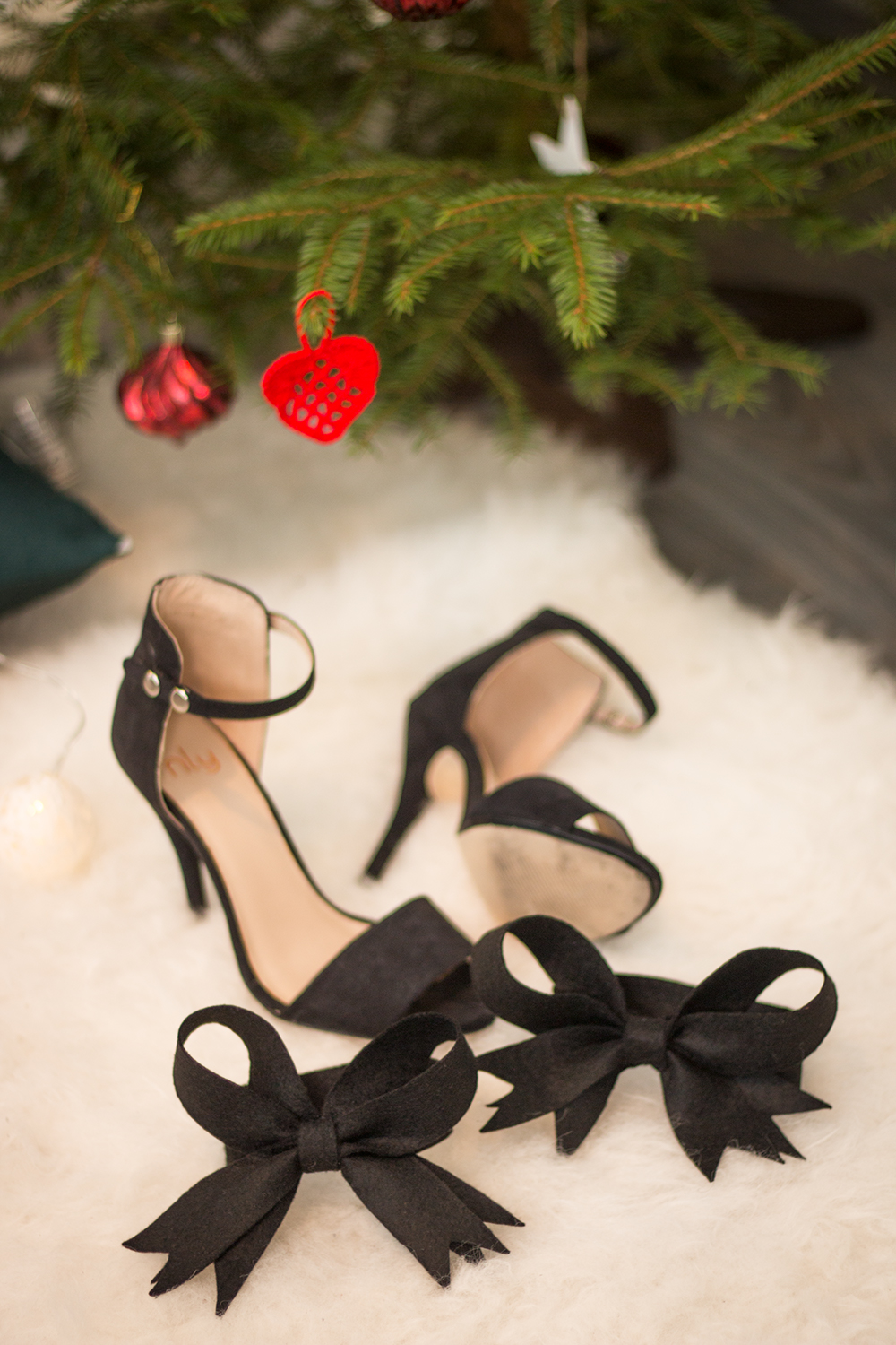 DIY Ankle bows for your heels | New heels without ruining them | Sandramarias.com