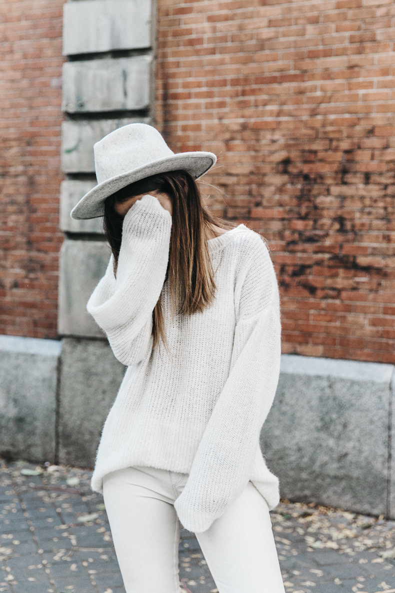 Denim_Coat-White_Outfit-GRey_Hat-Lack_OF_Colors-Sneakers-Outfit-Street_Style-23