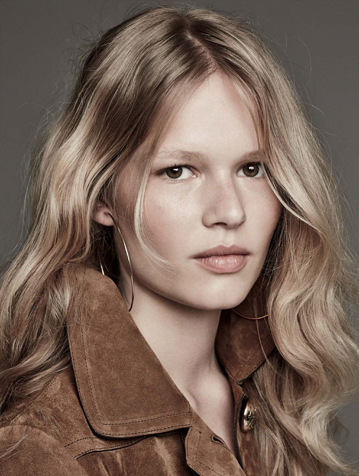 anna-ewers-patrick-demarchelier-vogue-march-1