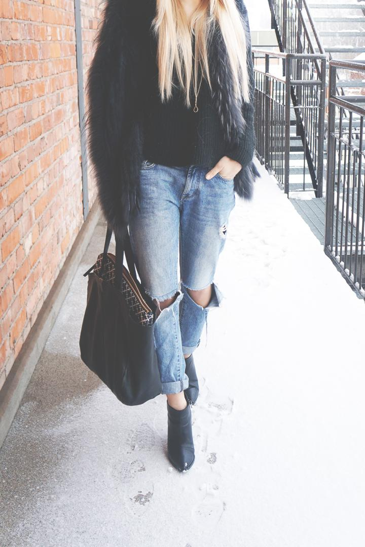 ripped jeans outfit long blonde hair