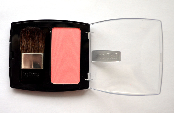 isadora nude essentials perfect peach perfect powder blusher 2015.png