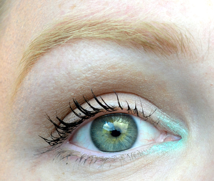 mint eyeliner pop of color.png