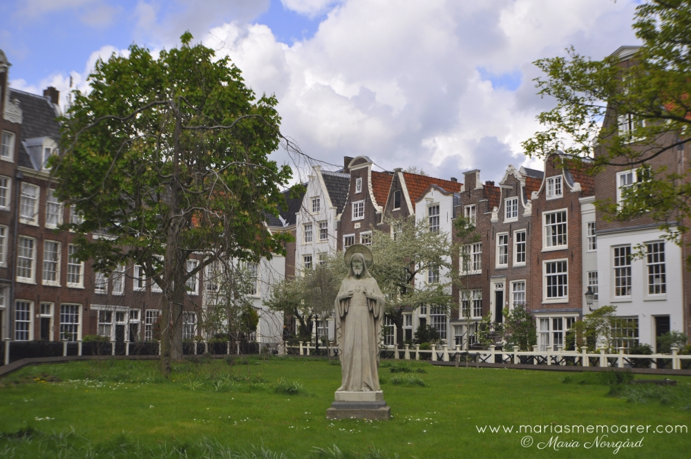 Begijnhof, one of the oldest hofjes in Amsterdam, Netherlands