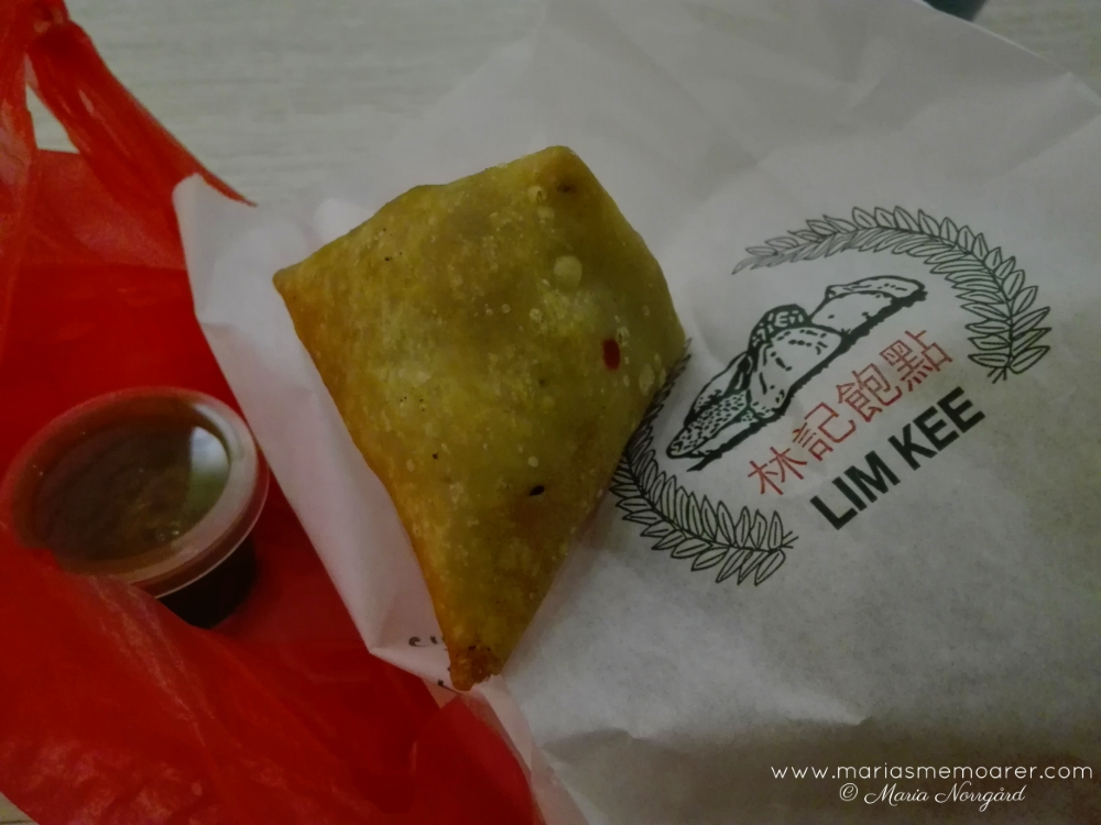 Food in Singapore/Little India, chinese Samosa with chicken and mutton / Mat i Singapore: kinesisk Samosa