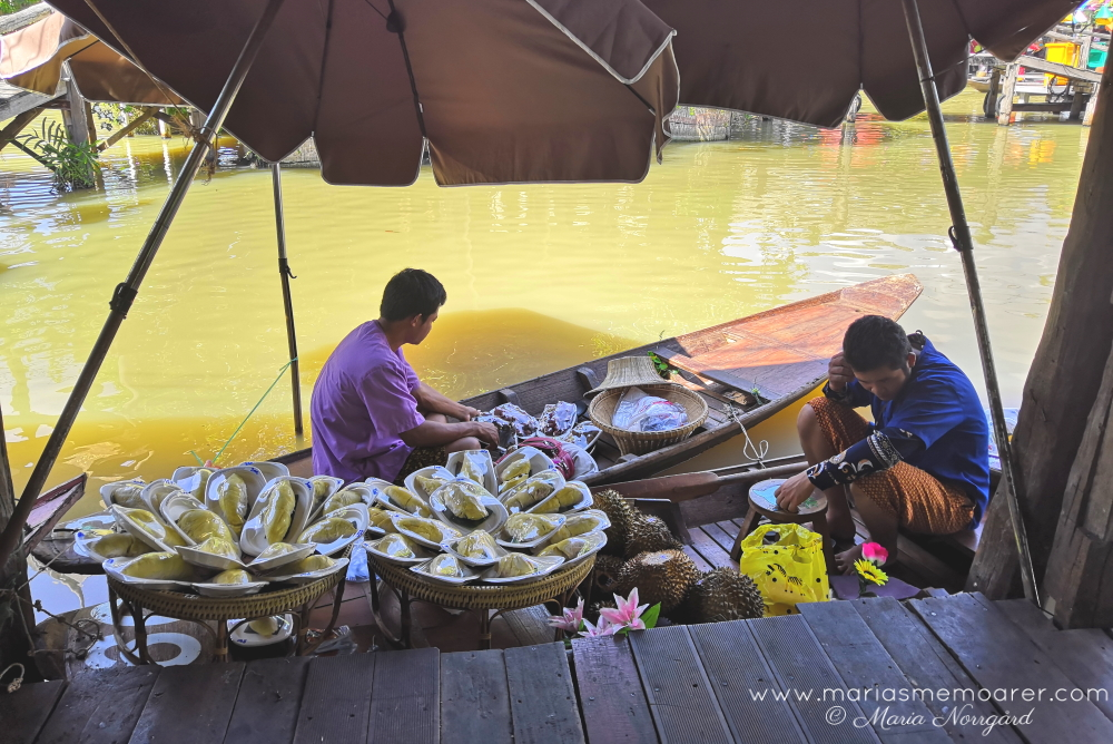 floating market boat sellers in Pattaya