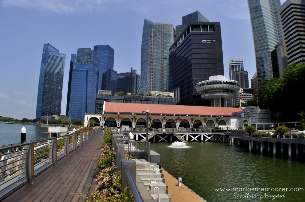 Clifford Pier and skyscrapers in Singapore - skyskrapor och promenad i Singapore