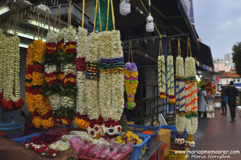 Indian flower garlands in Little India, Singapore / indiska blomstergirlander