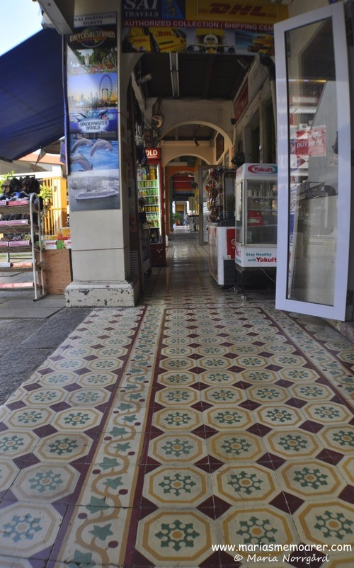 Tile floor in Little India, Singapore / Kakelgolv i Little India