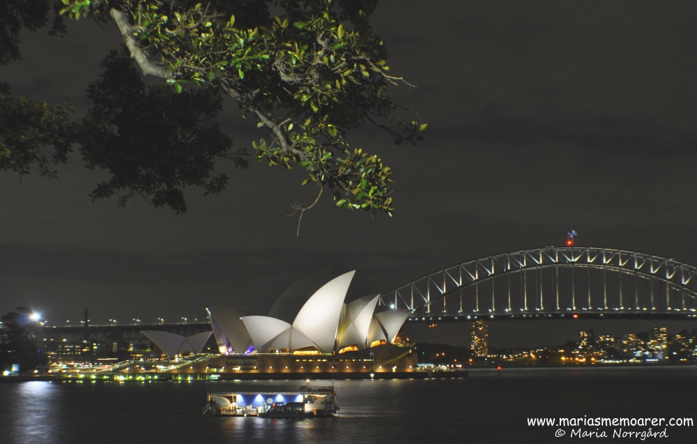 Night photography in Sydney - the Opera House and Harbour Bridge
