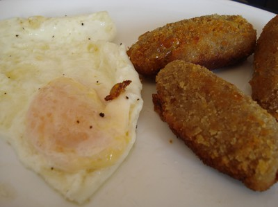 Croquetas done on the plate, ready to eat