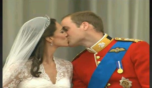 William and Kate The kiss  Royal wedding 2011