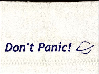 don't panic handduk douglas adams science fiction bokhandeln