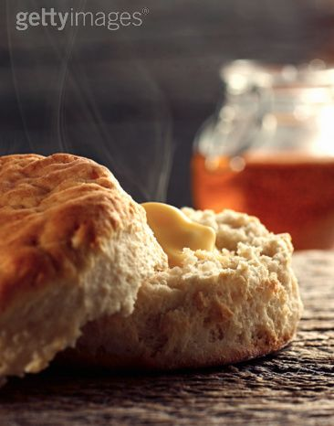 http://www.gettyimages.se/detail/photo/warm-biscuit-with-butter-and-honey-high-res-stock-photography/98622582
