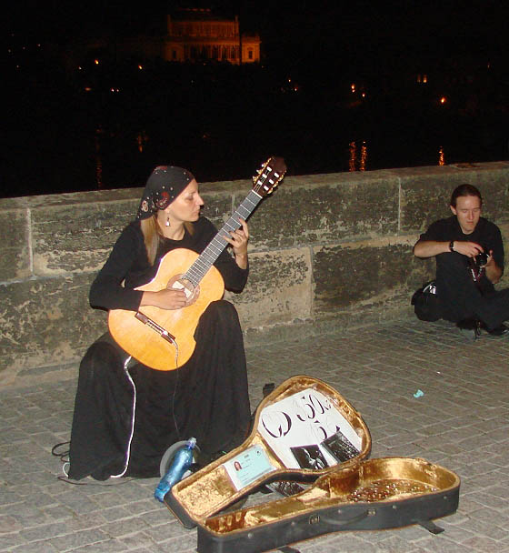 Petra Ester Kahle playing classical guitar