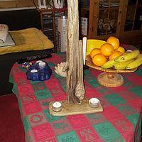 Stående eller hängande ljus lampett för två värmeljus..mäter i höjd 56 cm.. 150 kr..
