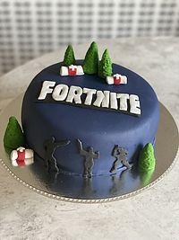 Tårta med Fortnitetema